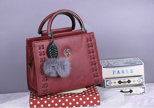 B638 IDR.186.000 MATERIAL PU SIZE L23XH18XW10CM WEIGHT 750GR COLOR WINE