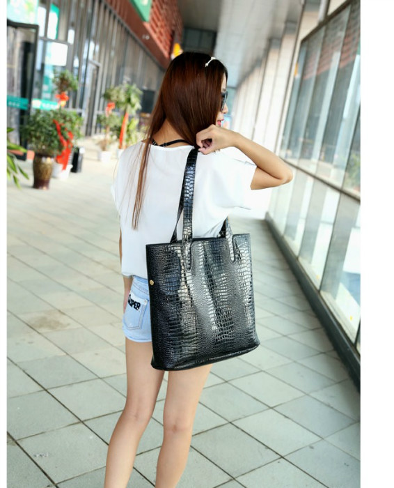 B684(2in1) IDR.176.000 MATERIAL PU SIZE L35XH36XW10CM WEIGHT 850GR COLOR BLACK