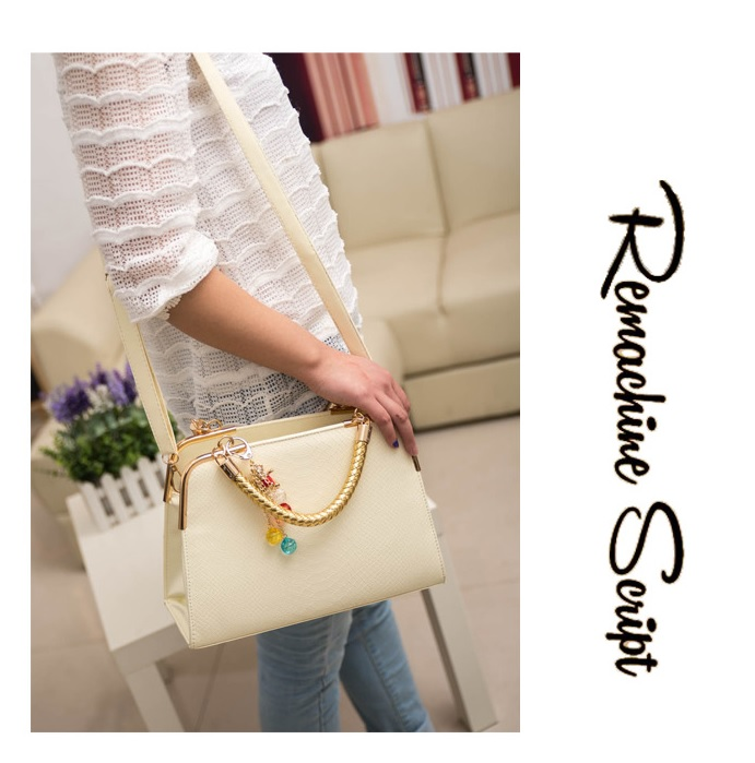 B702 IDR.158.000 MATERIAL PU SIZE L30XH25XW10CM WEIGHT 800GR COLOR BEIGE