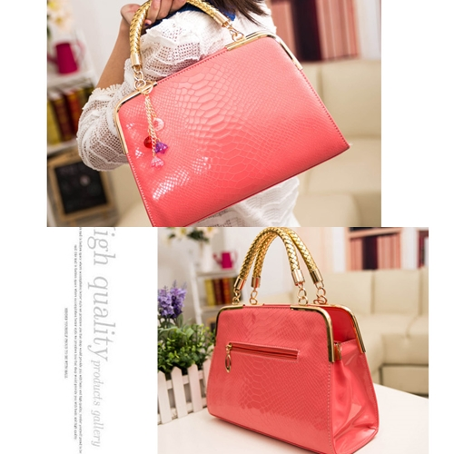 B702 IDR.158.000 MATERIAL PU SIZE L30XH25XW10CM WEIGHT 800GR COLOR PINK