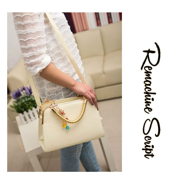 B702 IDR.178.000 MATERIAL PU SIZE L30XH25XW10CM WEIGHT 800GR COLOR BEIGE
