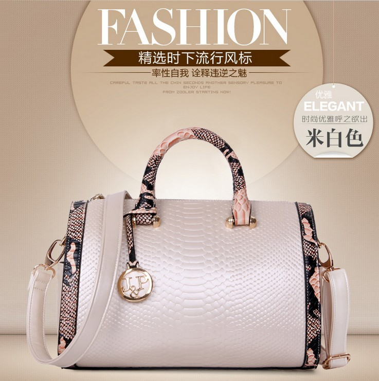 B7366 IDR.217.000 MATERIAL PU SIZE L31XH18XW14CM WEIGHT 800GR COLOR BEIGE