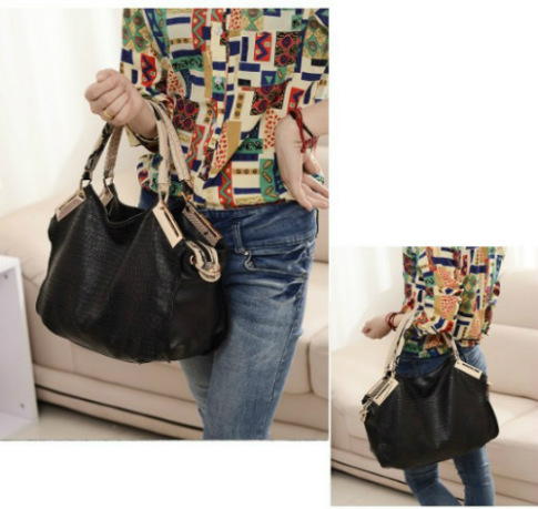 B794 IDR.195.000 MATERIAL PU SIZE L28XH28XW11CM WEIGHT 1000GR COLOR BLACK