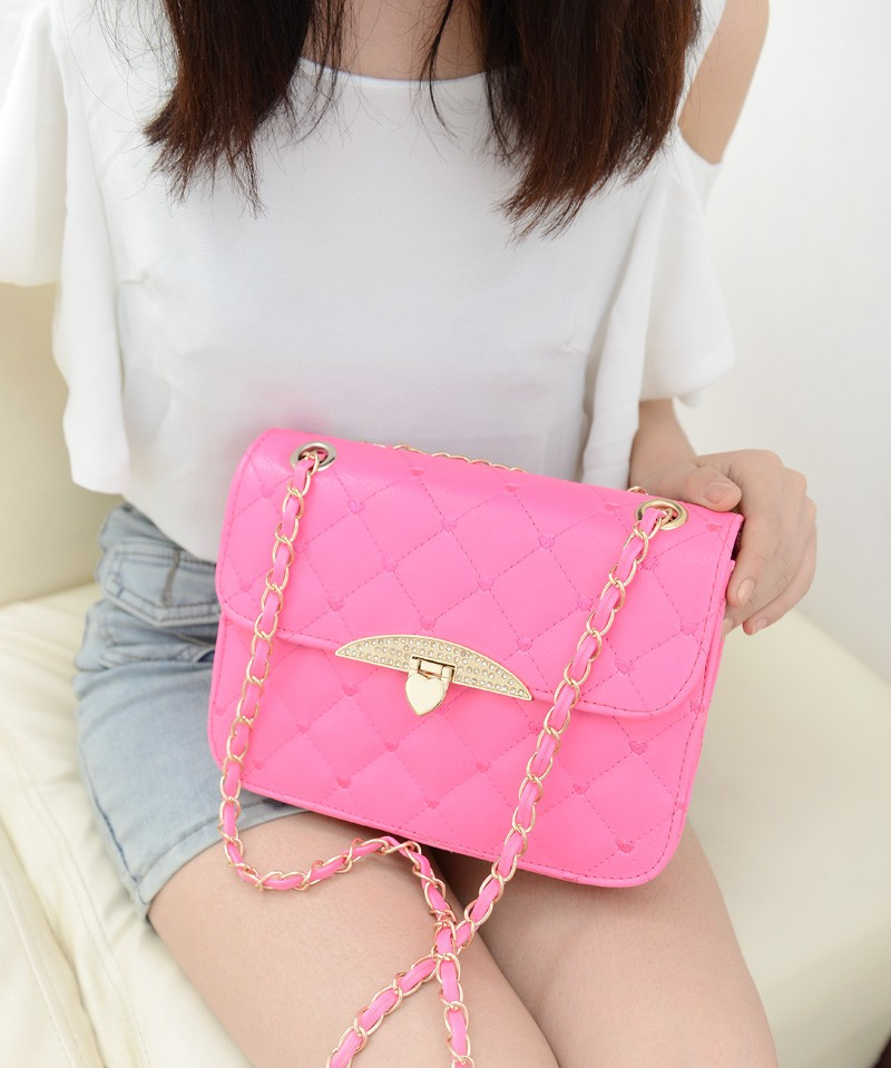 B801 IDR.138.000 MATERIAL PU SIZE L23XH16XW7CM WEIGHT 500GR COLOR ROSE