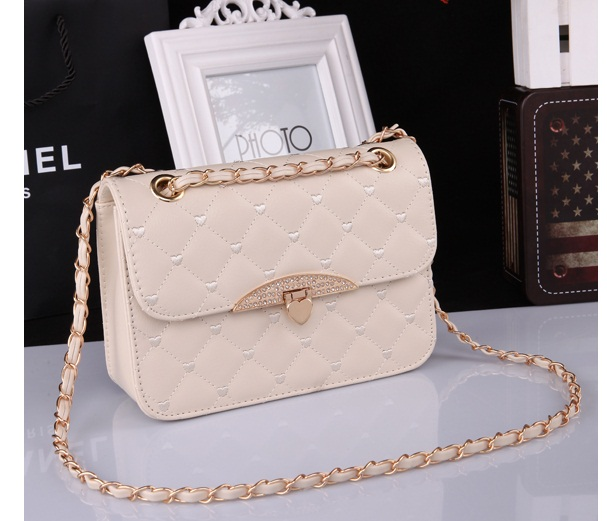 B801 IDR.138.000 TAS FASHION MATERIAL PU SIZE L23XH16XW7CM WEIGHT 500GR COLOR BEIGE
