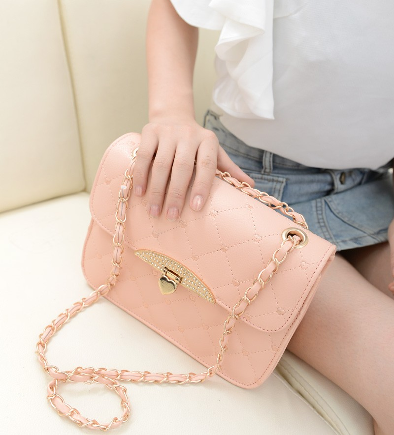 B801 IDR.155.000 MATERIAL PU SIZE L23XH16XW7CM WEIGHT 500GR COLOR PINK