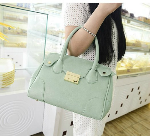 B803 IDR.195.000 MATERIAL PU SIZE L30XH23XW12CM WEIGHT 800GR COLOR GREEN