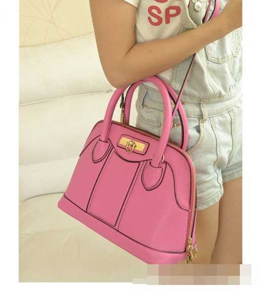 B806 IDR.215.000 MATERIAL PU SIZE L28XH22XW14CM WEIGHT 700GR COLOR PINK