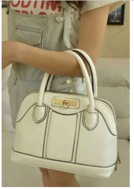 B806 IDR.215.000 MATERIAL PU SIZE L28XH22XW14CM WEIGHT 700GR COLOR WHITE