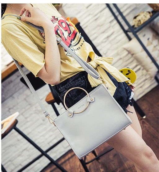 B8060 IDR.162.000 MATERIAL PU SIZE L26XH20XW8CM WEIGHT 600GR COLOR GRAY