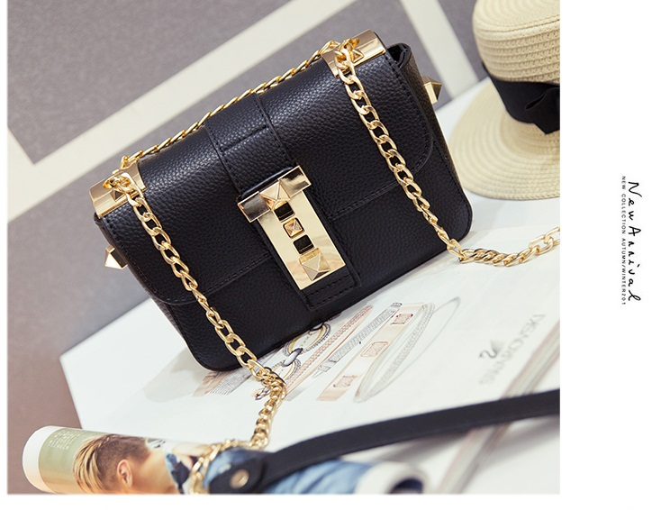 B812 IDR.165.000 MATERIAL PU SIZE L18XH12XW7CM WEIGHT 550GR COLOR BLACK