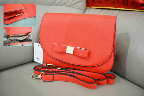 B8232 IDR.168.000 MATERIAL PU SIZE L23XH16XW8CM WEIGHT 550GR COLOR RED