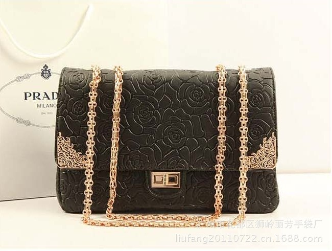 B8240 IDR.235.000 MATERIAL PU SIZE L31XH20XW10CM, STRAP 110CM WEIGHT 940GR COLOR BLACK