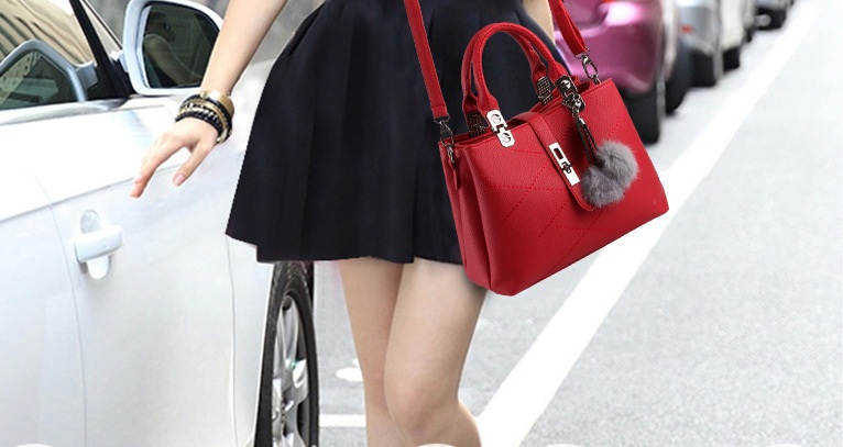 B8250 IDR.196.000 MATERIAL PU SIZE L29XH21XW13CM WEIGHT 800GR COLOR RED