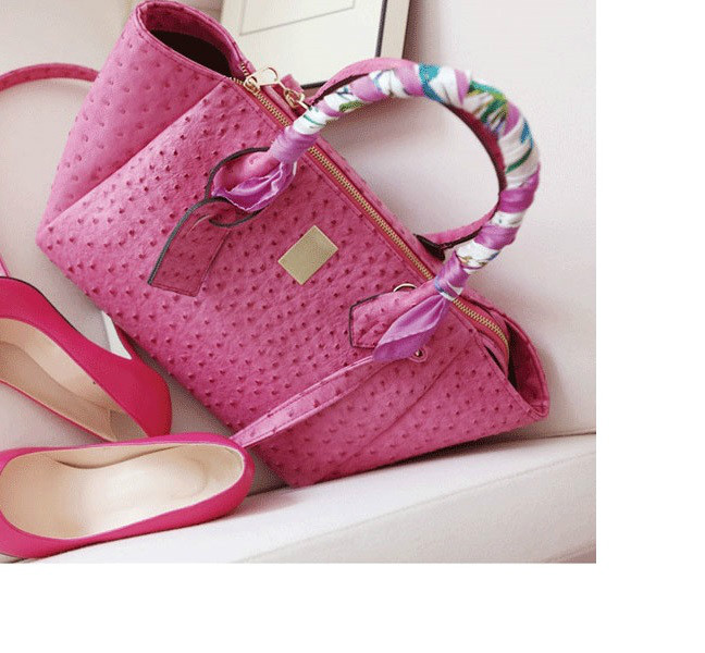 B8267 IDR.199.000 MATERIAL PU SIZE L43XH26XW13CM WEIGHT 750GR COLOR PINK (WITH SCARF)