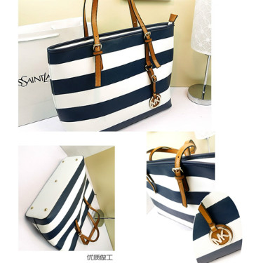 B8268 IDR.198.000 MATERIAL PU SIZE L47XH31XW13CM WEIGHT 750GR COLOR BLUE