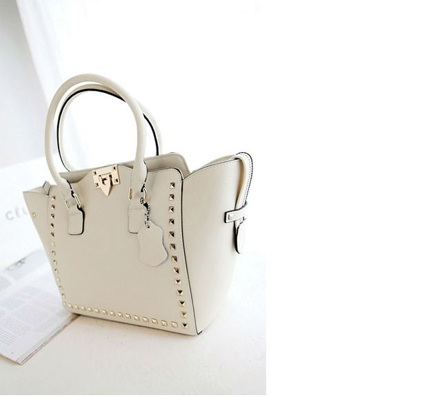 B8270 IDR.208.000 MATERIAL PU SZE L35XH26XW11CM, STRAP 125CM WEIGHT 890GR COLOR APRICOT