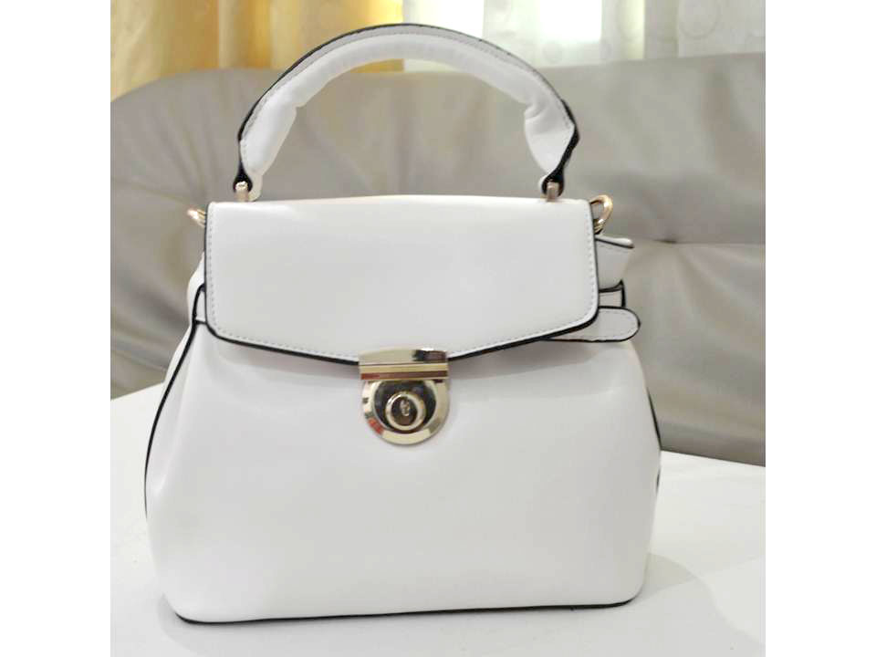 B828 IDR.215.000 MATERIAL PU SIZE L25XH23XW13CM WEIGHT 650GR COLOR WHITE