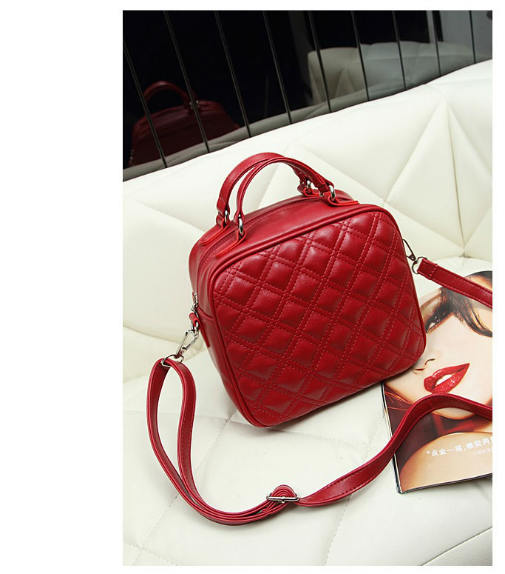 B8335 IDR.158.000 MATERIAL PU SIZE L23XH29XW13CM WEIGHT 600GR COLOR RED