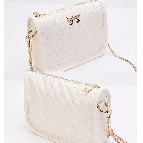 B8357 IDR.150.000 MATERIAL PU SIZE L22XH15XW7CM WEIGHT 400GR COLOR WHITE
