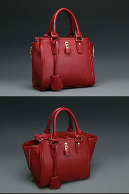 B8385 IDR.220.000 MATERIAL PU SIZE L24XH22XW10CM WEIGHT 800GR COLOR RED