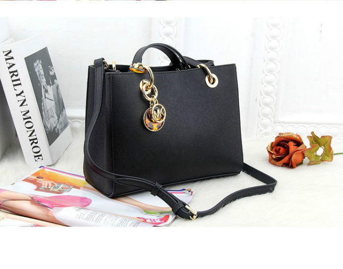 B8390 IDR.232.000 MATERIAL PU SIZE L24XH19XW8CM WEIGHT 800GR COLOR BLACK