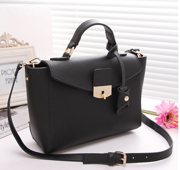 B8392 IDR.214.000 MATERIAL PU SIZE L 37XH20XW11CM WEIGHT 800GR COLOR BLACK