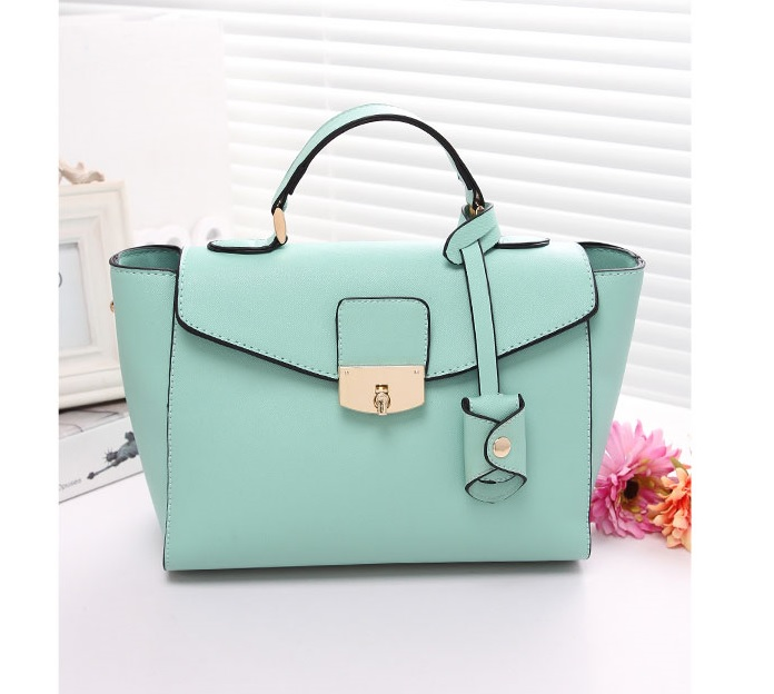 B8392 IDR.214.000 MATERIAL PU SIZE L 37XH20XW11CM WEIGHT 800GR COLOR GREEN