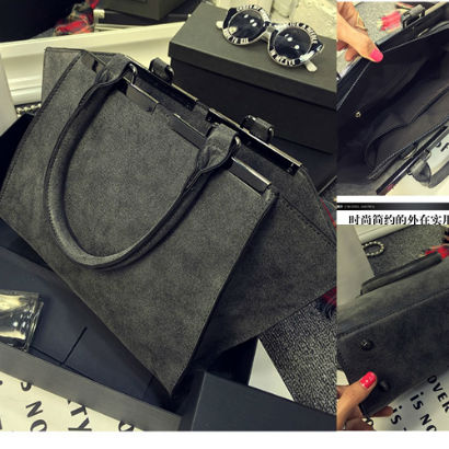 B8400 IDR.195.000 MATERIAL PU SIZE L41XH23XW9CM WEIGHT 800GR COLOR BLACK.jpg