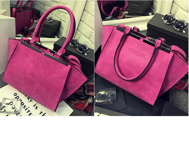 B8400 IDR.182.000 MATERIAL PU SIZE L41XH23XW9CM WEIGHT 800GR COLOR ROSE