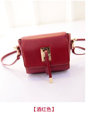 B8413 IDR.159.000 MATERIAL PU SIZE L20XH13XW6CM WEIGHT 500GR COLOR RED.jpg