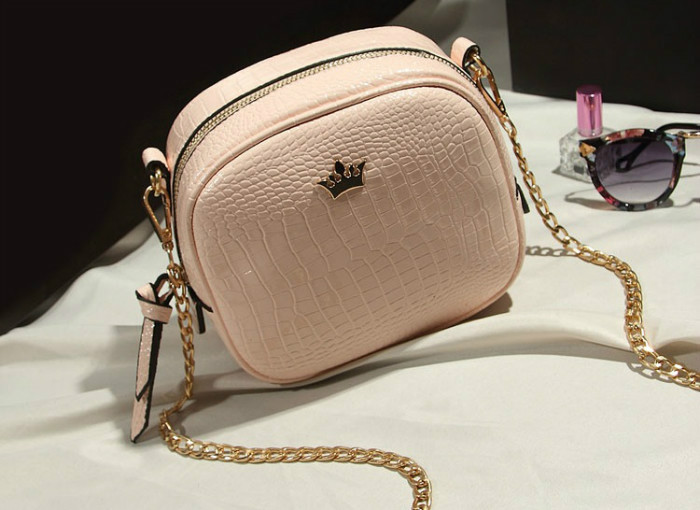 B8436 IDR.152.000 MATERIAL PU SIZE L19XH16XW8CM WEIGHT 500GR COLOR PINK
