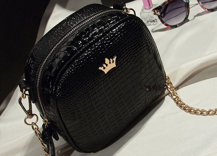 B8436 IDR.154.000 MATERIAL PU SIZE L19XH16XW8CM WEIGHT 500GR COLOR BLACK