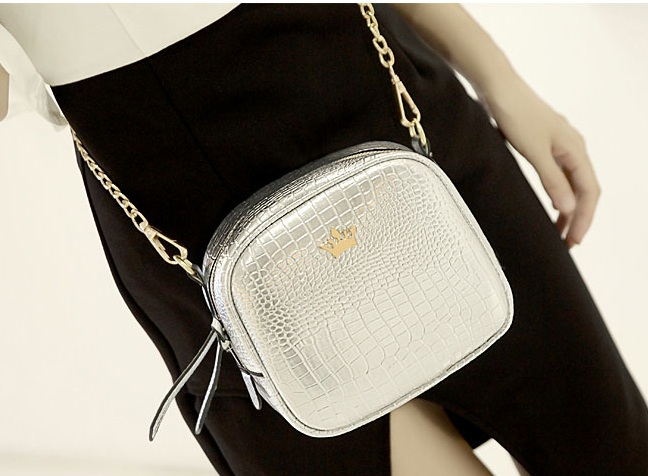 B8436 IDR.154.000 MATERIAL PU SIZE L19XH16XW8CM WEIGHT 500GR COLOR SILVER