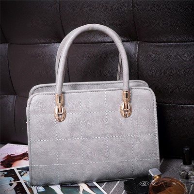 B8484 IDR.168.000 MATERIAL PU SIZE L26XH19XW8CM WEIGHT 800GR COLOR GRAY