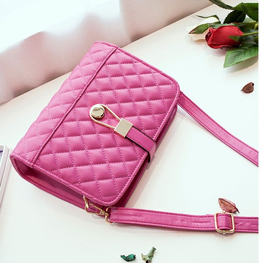 B8501 IDR.163.000 MATERIAL PU SIZE L24XH18XW9CM WEIGHT 600GR COLOR ROSE
