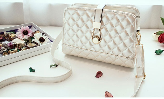 B8501 IDR.163.000 MATERIAL PU SIZE L24XH18XW9CM WEIGHT 600GR COLOR WHITE
