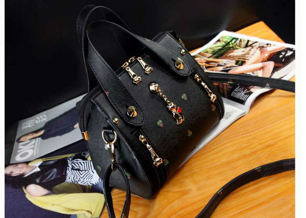 B8505 IDR.172.000 MATERIAL PU SIZE L20XH18XW8CM WEIGHT 850GR COLOR BLACK