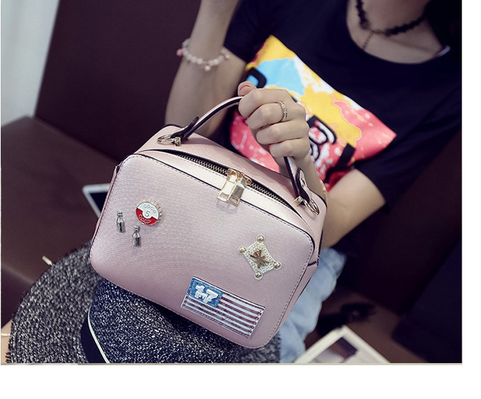 B8826 IDR.186.000 MATERIAL PU SIZE L26XH15XW11CM WEIGHT 700GR COLOR PINK
