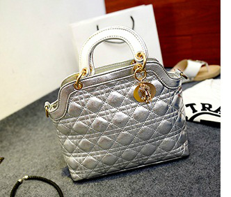 B886 IDR.178.000 MATERIAL PU SIZE L28XH20XW10CM WEIGHT 700GR COLOR SILVER