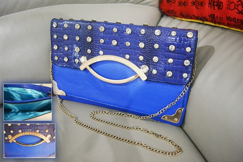B8880 IDR.165.000 MATERIAL PU SIZE L32XH20CM WEIGHT 550GR COLOR BLUE