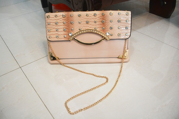 B8880 IDR.165.000 MATERIAL PU SIZE L32XH20CM WEIGHT 550GR COLOR PINK