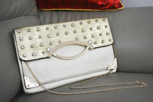 B8880 IDR.165.000 MATERIAL PU SIZE L32XH20CM WEIGHT 550GR COLOR WHITE