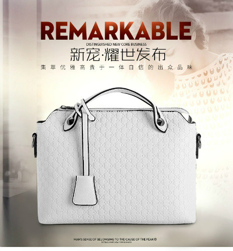 B8945 IDR.173.000 MATERIAL PU SIZE L29XH21XW9CM WEIGHT 700GR COLOR WHITE