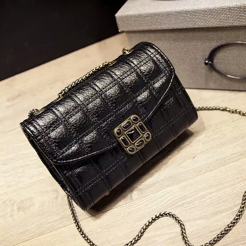 B9050 IDR.170.000 MATERIAL PU SIZE L21XH13XW8CM WEIGHT 500GR COLOR BLACK
