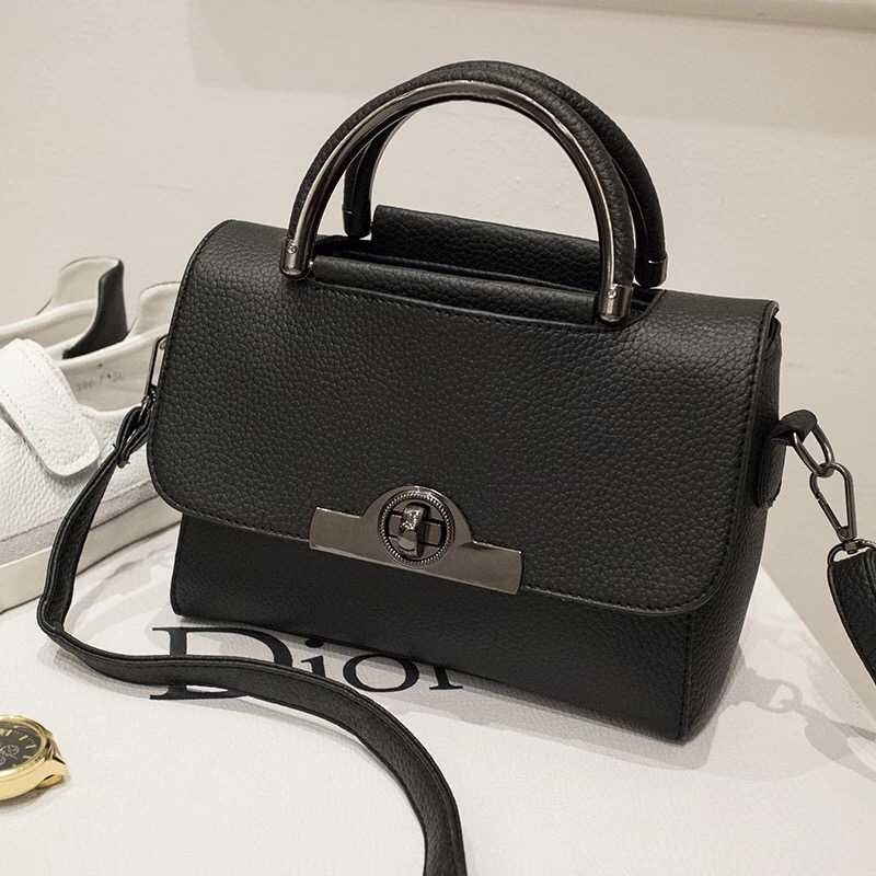 B9083 IDR.165.000 MATERIAL PU SIZE L22XH18XW8CM WEIGHT 550GR COLOR BLACK