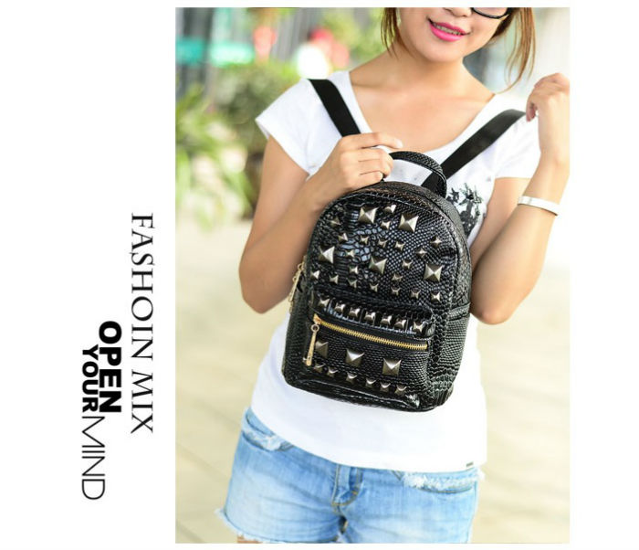... B9113 IDR.182.000 MATERIAL PU SIZE L17XH25XW11CM WEIGHT 700GR COLOR BLACK