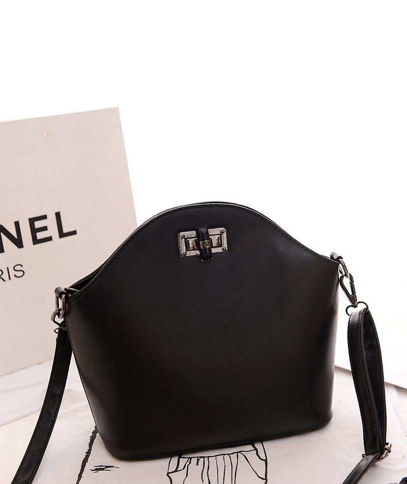 B918 IDR.160.000 MATERIAL PU SIZE L28XH24XW11CM WEIGHT 600GR COLOR BLACK.jpg