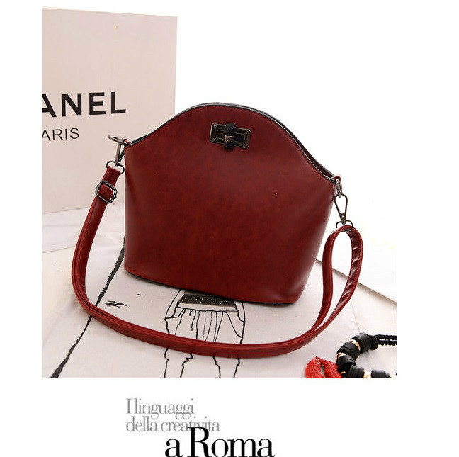 B918 IDR.165.000 MATERIAL PU SIZE L28XH24XW11CM WEIGHT 600GR COLOR RED