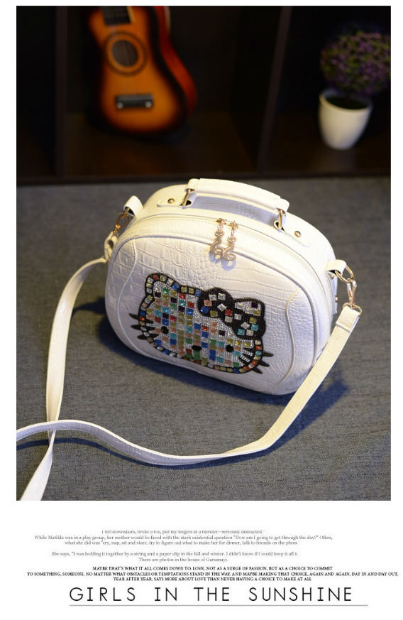 B931 IDR.184.000 MATERIAL PU SIZE L29XH23XW10CM WEIGHT 650GR COLOR WHITE
